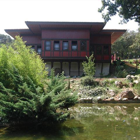 キュチュックチャンルジャ ・ キオスクと庭園
